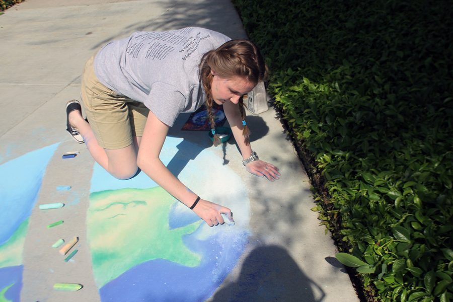 Senior+Gillian+Jones+fills+in+the+clouds+to+finish+up+her+artwork.+