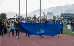 In the beginning of the walk volunteers hold up the banner for the first completed lap.